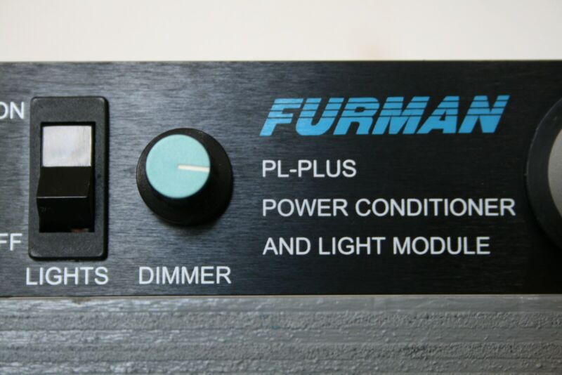 Furman PL-PLUS DMC Power Conditioner With Voltmeter, 8 outlets, Rack-Mountable.