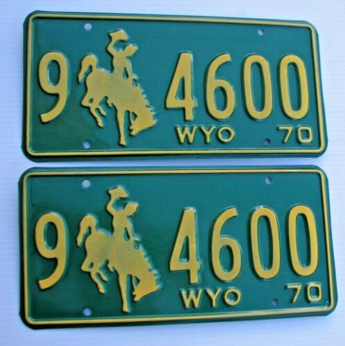 """MINT WYOMING 1970 AUTO PAIR LICENSE PLATE PLATES """" 9  4600 """"  BUCKING BRONCO WY"""