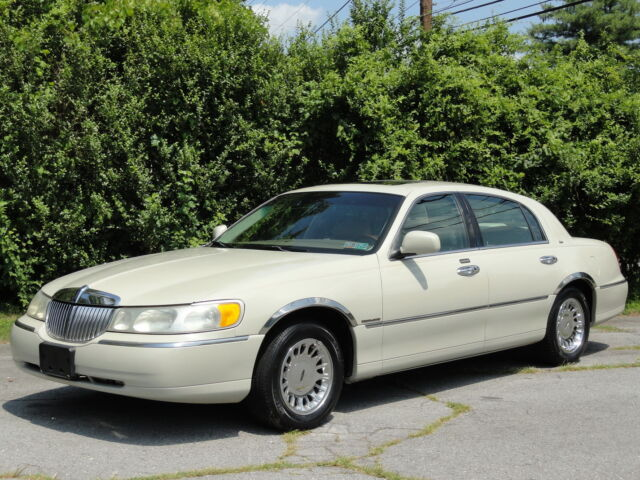 2000 Lincoln Town Car  For Sale