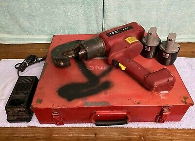 Used Burndy Bat750-12v Hydraulic Battery Crimping Tool W 2 Batteries Charger
