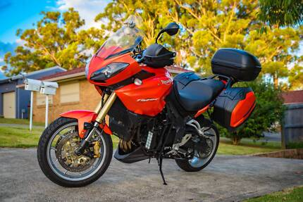 TRIUMPH TIGER 1050 Triple, Immaculate with many extras, one owner