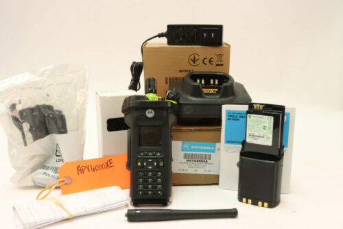 Motorola APX6000XE  UHF2 R2  FPPw/charger, antenna, Holster, battery BLK/GRN