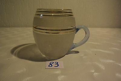 C83 Ancienne tasse vintage dorée et sablée