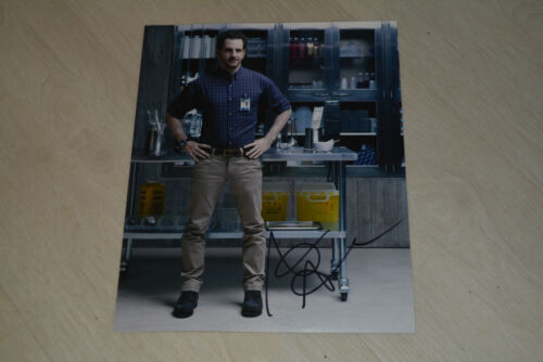 AARON ABRAMS signed Autogramm 20x25 cm In Person HANNIBAL