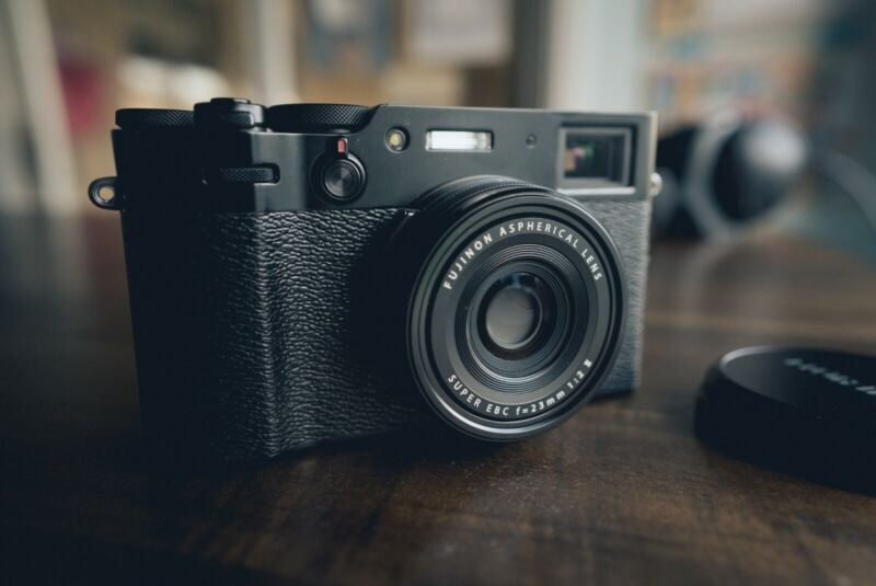 [Mint] Perfect condition Fuji X100V Black - 900 Shutter Count + Extra battery