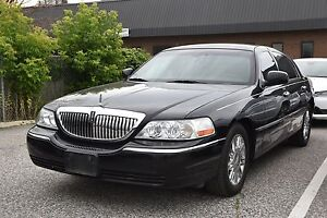 2009 Lincoln Town Car Signature Limited Leather, LOW KMS !!