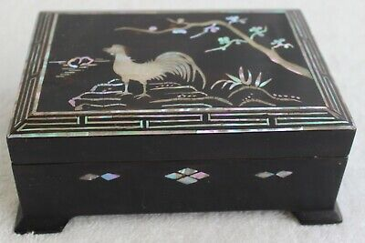 """VINTAGE BLACK LAQUERED MOTHER OF PEARL INLAID BOX ROOSTER 5 1/2"""" X 4"""""""