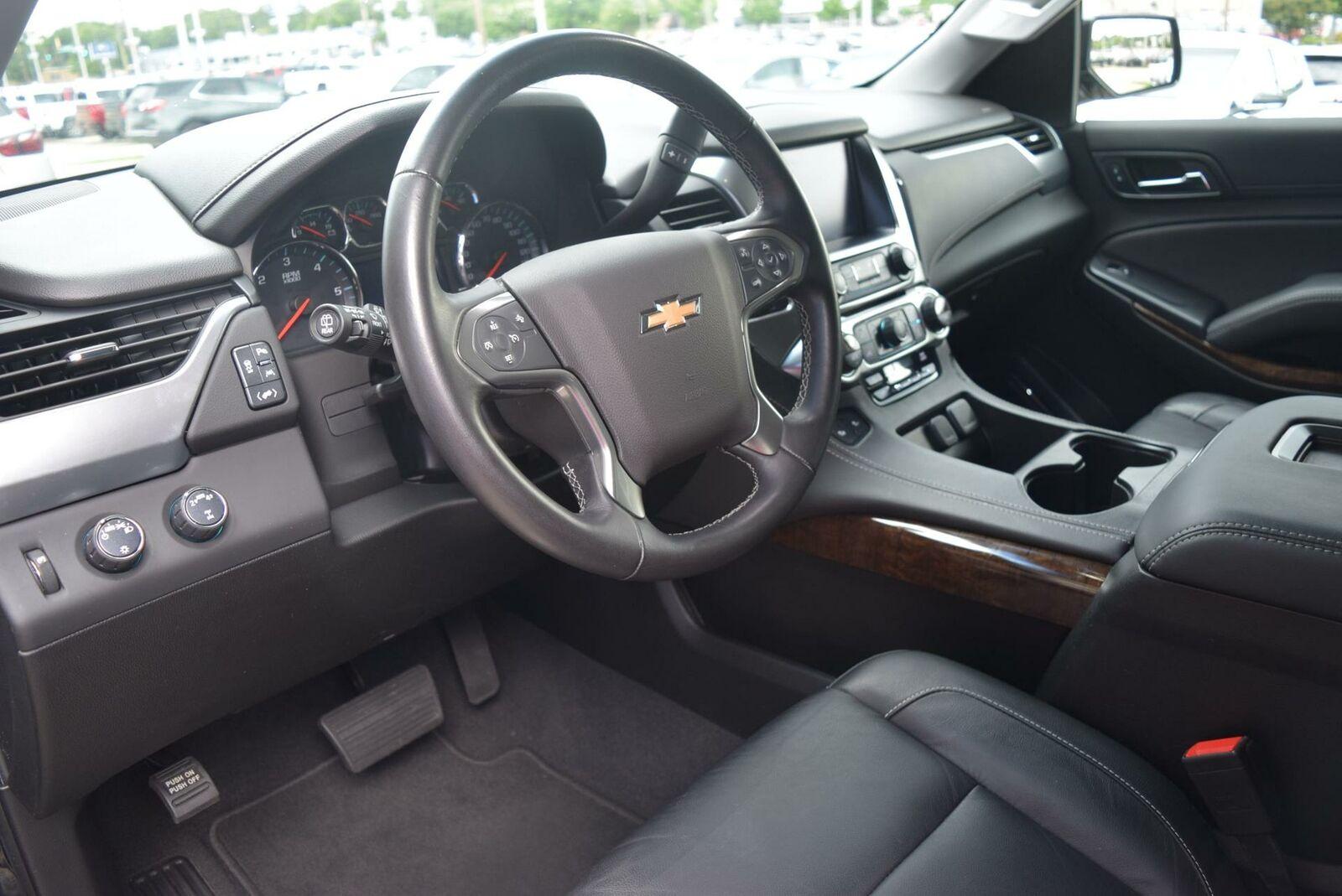 Chevrolet Suburban 2019 photo 3