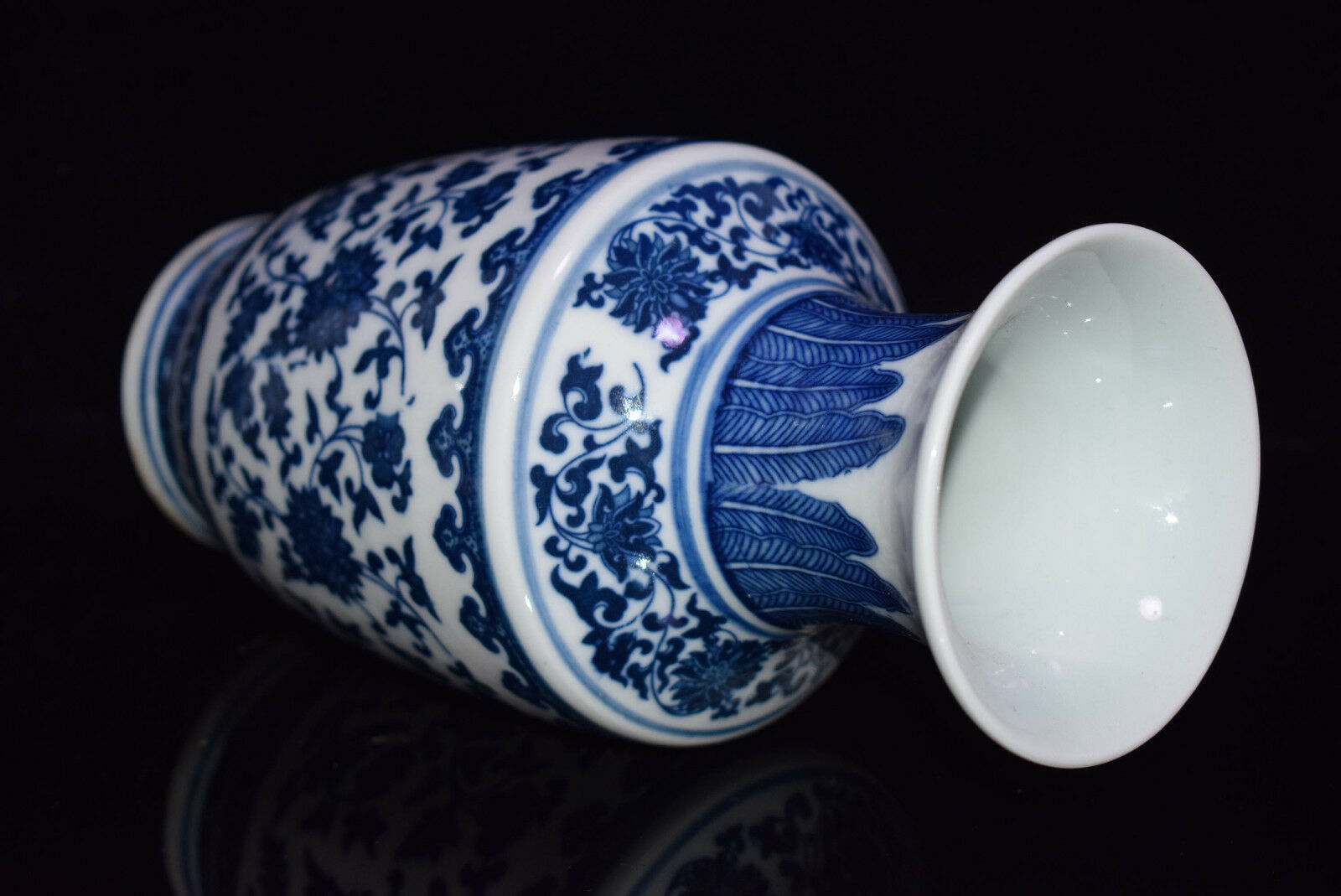 porcelain jingdezhen Jingdezhen is a prefecture-level city, previously a town, in northeastern jiangxi province, china, with a total population of 1,554,000, bordering anhui to t.
