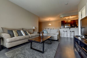 Modern 2 bed 2 bath top floor suite in Rutherford area!