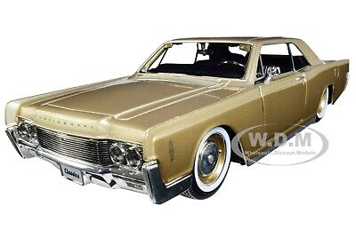 1966 LINCOLN CONTINENTAL GOLD 1/26 DIECAST MODEL CAR BY MAISTO 32531 New Lincoln Continental