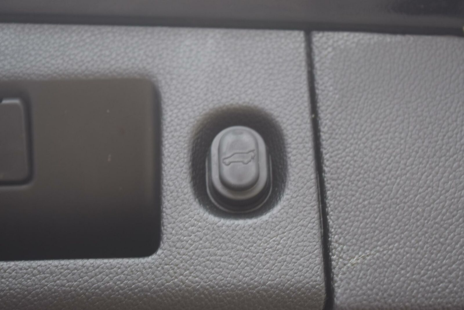 Chevrolet Suburban 2019 photo 11