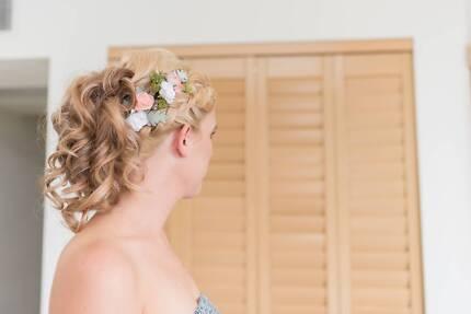 Bridal hair piece (peach roses, artificial)