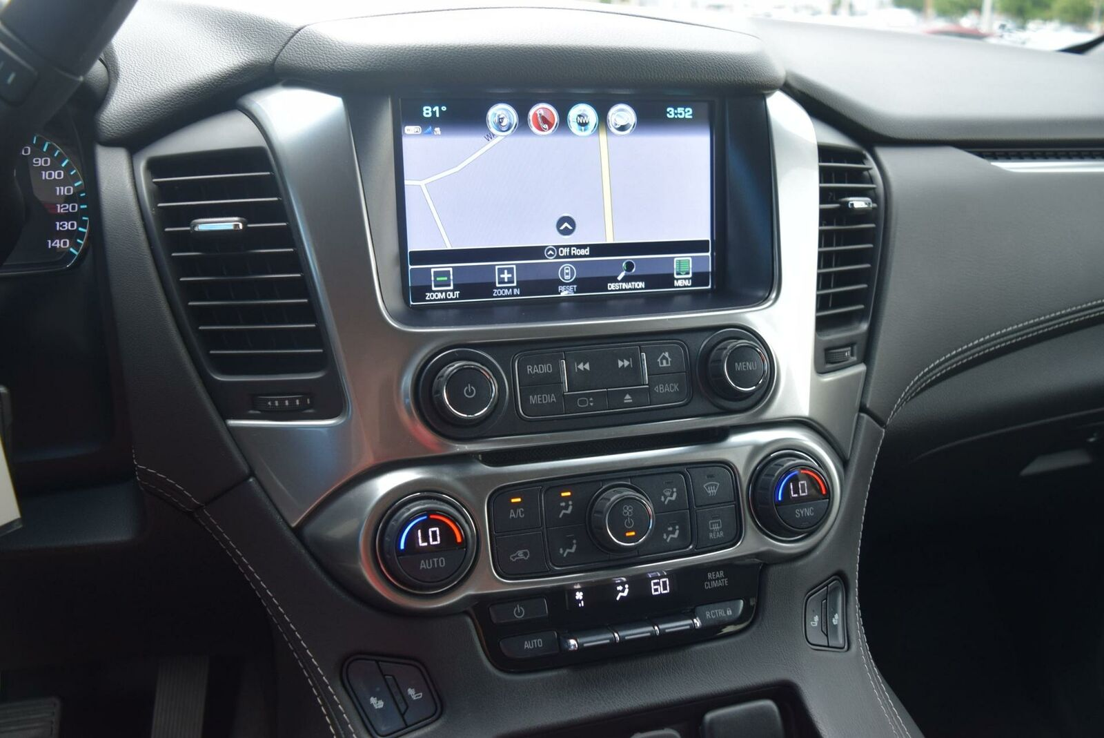 Chevrolet Suburban 2019 photo 8