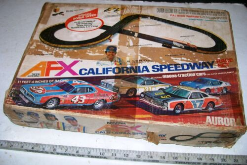 AURORA AFX CALIFORNA SPEEDWAY HO SLOT CAR RACING SET W/ CARS & OB, NEEDS TLC