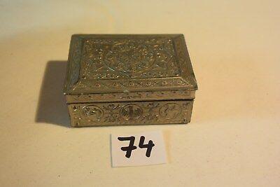 C72 Ancienne boite en métal art nouveau