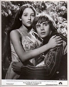 LEONARD WHITING & OLIVIA HUSSEY in ROMEO & JULIET 1968 Orig Photo busty actress