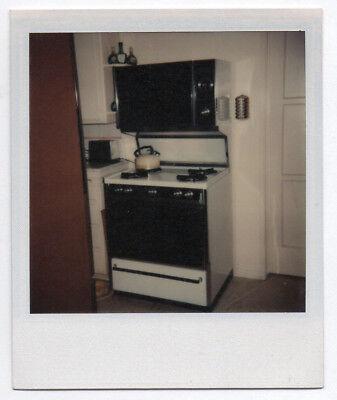 Photo polaroÏd intérieur appartement maison cuisine cuisinière 1970 bouilloire