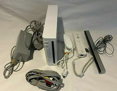 Nintendo Wii Console WHITE ALL NECESSARY LEADS CONTROLLER ETC
