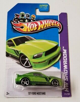 2013 Hot Wheels '07 Ford Mustang * HW SHOWROOM * NIP 1:64 Scale
