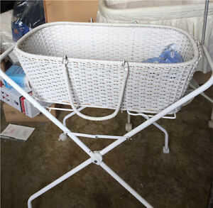 Bassinet and Stand Stafford Brisbane North West Preview