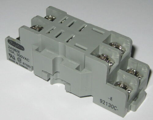 Dayton Relay Socket Base - 8 Terminals / 8 Screws - 300 VAC - 10 A