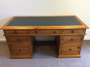 Desk Beautiful Timber with Inlay in Excellent Condition Cheltenham Kingston Area Preview