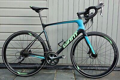 Giant Defy Advanced 3 carbon fibre-framed men's road bicycle, size large