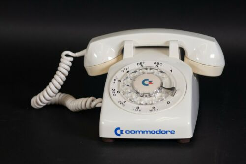 Vintage Commodore Branded Rotary Telephone Northern Telecom Canada Dial-up 1983