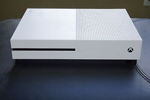 XBox One S 1TB + 2 games