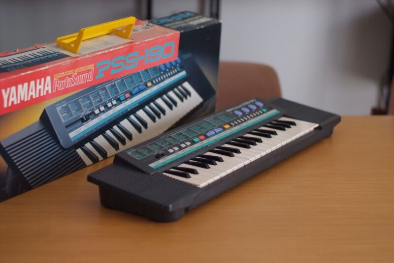 Vintage Yamaha portasound pss-190 keyboard, Fully Working With Original Box,
