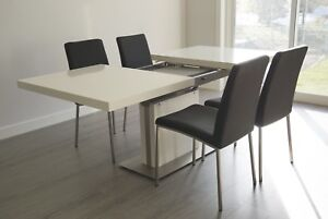BoConcept Extendable Dining Table