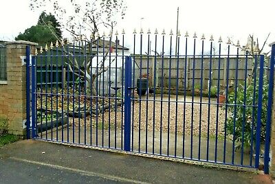 Driveway Metal Gates 10 ft wide x 5 ft high Lockable Iron Garden Fencing Railing