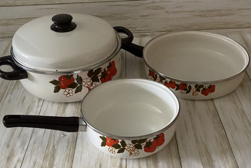 Vtg Enamel Pots Pans 4 Piece Set Strawberries & Cream Print Retro GHC 1980