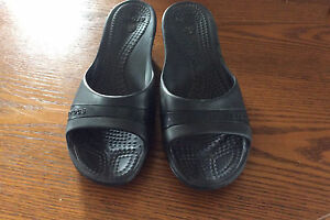 Sandales à talon/ wedge CROCS comme neuve