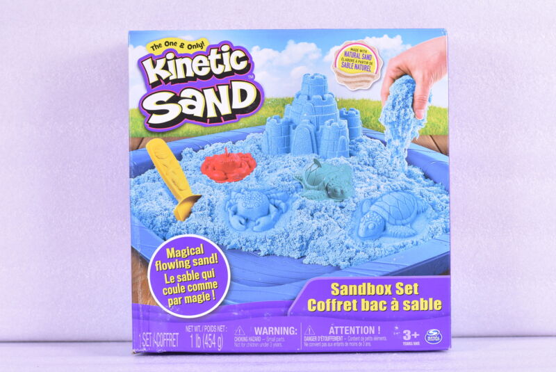 Spin Master Kinetic Sand Sand Box Playset w/ 1lb of Sand and 3 Molds, Blue Sand
