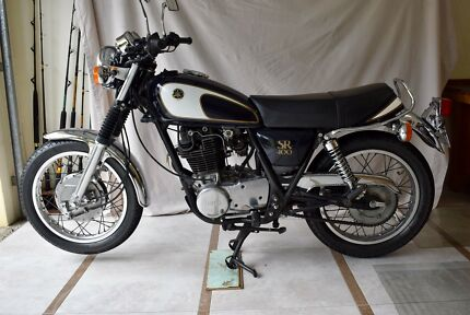 Yamaha SR400 Motorcycle