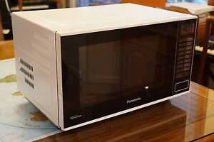 Panasonic NN-SF550W 1000W 27L Flatbed Microwave Oven Cherrybrook Hornsby Area Preview