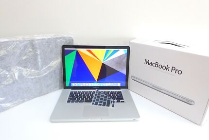 "Macbook Pro 15"" 2010 i7 Intel 500GB 8GB ram + PRISTINE + case!"