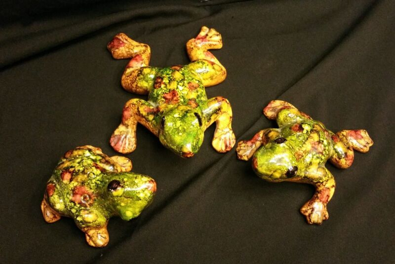 3 KISSING COLORFUL FROGS ~ Hand Painted Plaster