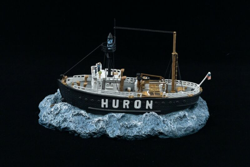 Anchor Bay The Huron Light Vessel #103 1997 AB103S With Display Case
