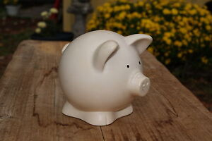 VINTAGE-PLASTIC-PIGGY-BANK-MADE-IN-THE-USA