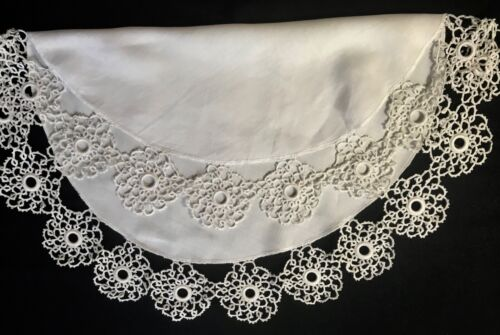 "White Antiques Tatting Lace Decorated Large Linen Doily Centerpiece 23"" Dia"