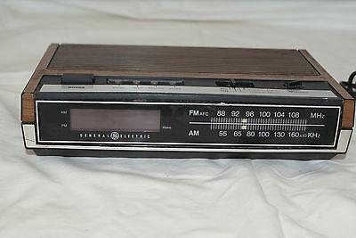 Vintage General Electric Clock Radio Model #7-4630 D L#369