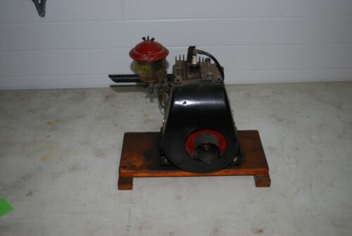 Briggs & Stratton WM  Gas Engine Motor