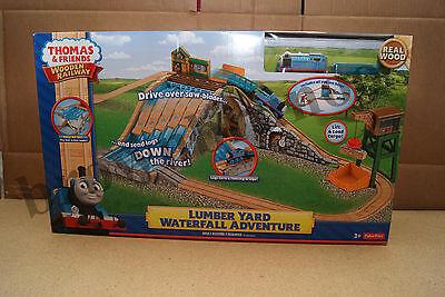 Thomas & Friends Holz Eisenbahn Lumber Hof Wasserfall Adventure Neu