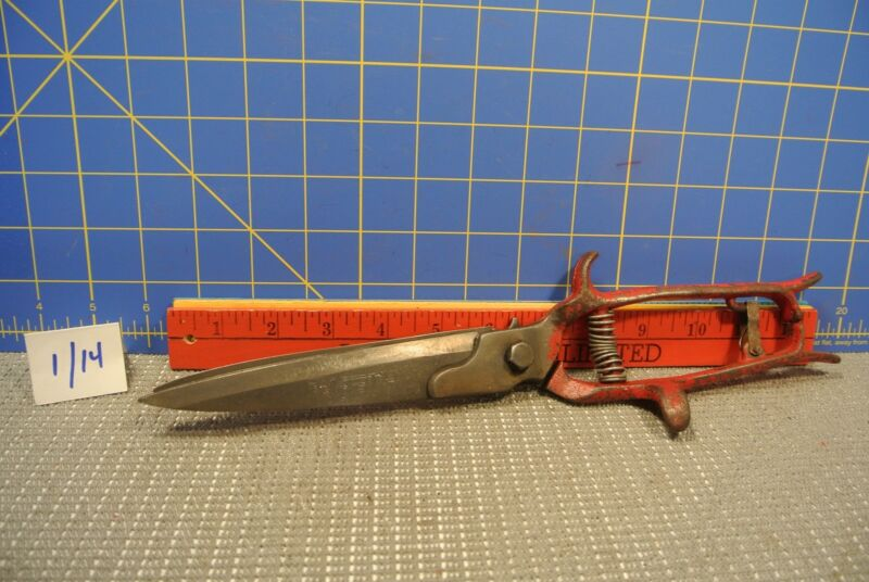 Worth Grass Shears Red