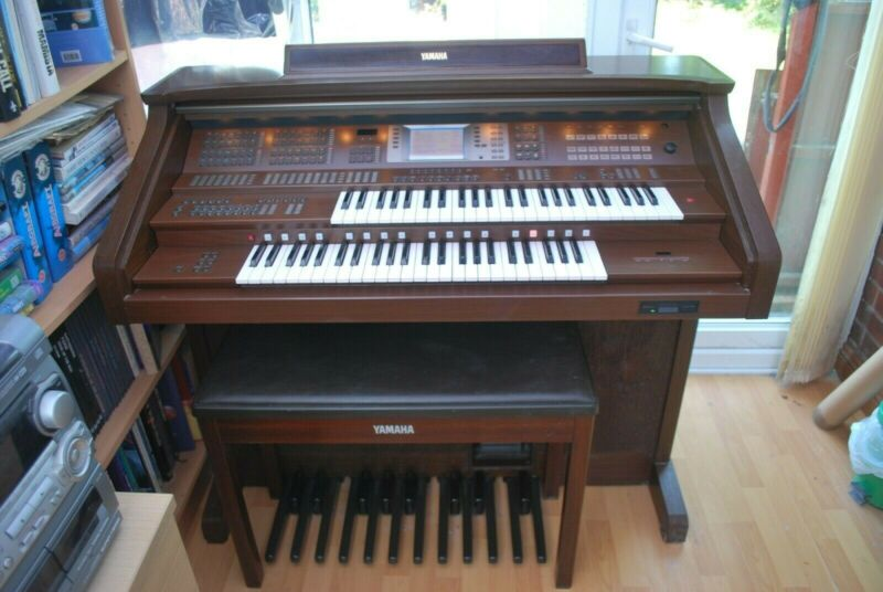 Yamaha ARTISTE AR-100 electric organ. Collect GL2