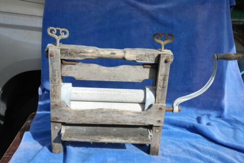 Antique ANCHOR BRAND Laundry Clothes Wringer Hand Crank  Prepper Off Grid