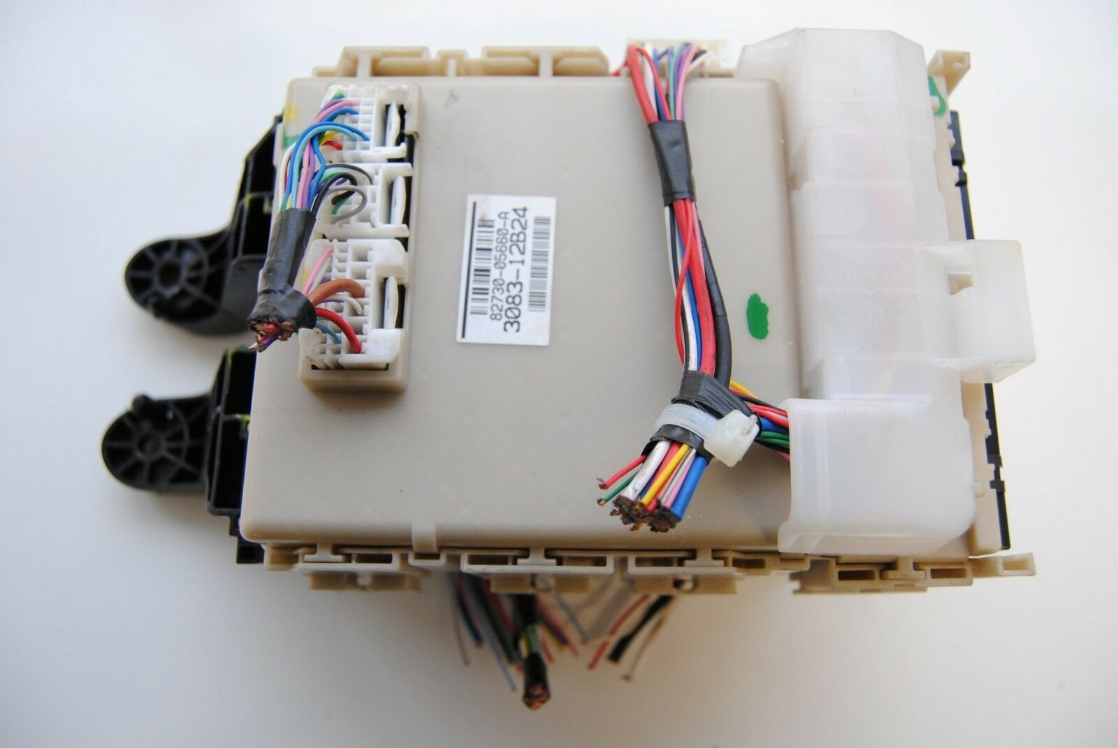 Toyota Avensis 20 D 4d 2012 Lhd Fuse Box With Reays 82730 05660 In 1 Of 5 2
